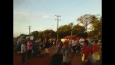 Manifestantes interditam trechos da BR-308 entre Bragança e Viseu no Pará - Moradores pedem rigor nas investigações da morte de uma criança atropela por caçamba.