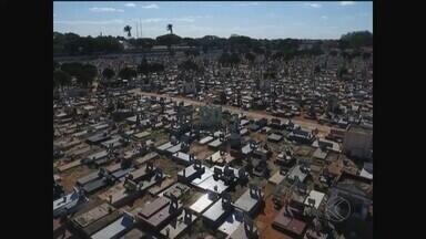 Audiência é feita em Araguari para discutir situação de irregularidades em cemitério - Reunião ocorreu nesta quinta-feira (9). Várias denúncias foram feitas à Prefeitura sobre irregularidades nas vendas e compras de túmulos. O Município informou que todas as medidas já estão sendo tomadas para punir os responsáveis pelo crime.
