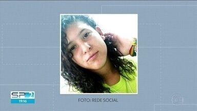 Polícia procura pistas dos ladrões que mataram uma estudante em Santo André - Paula Silva entregou o celular e mesmo assim levou um tiro. Ela foi enterrada na tarde desta sexta-feira (10).