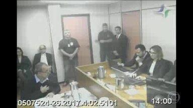 Cabral admite caixa 2, mas ex-secretário diz que dinheiro era propina - Os depoimentos foram concedidos nesta segunda-feira ao juiz Marcelo Bretas