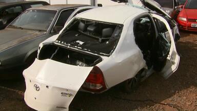 Motorista alcoolizada provoca acidente com morte na BR-369 - O acidente foi perto do Parque Ney Braga. A motorista está internada com escolta da Polícia Rodoviária Federal.