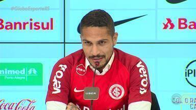 Novo atacante colorado Paolo Guerrero desembarca em Porto Alegre e é apresentado - Primeira entrevista coletiva acontece nesta quarta-feira (15).