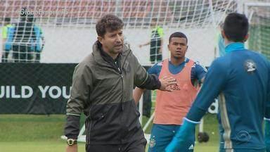 Ex-jogador do Grêmio, Tcheco é novo técnico do Coritiba - Assista ao vídeo.
