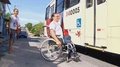 Cadeirante fala sobre a falta de mobilidade em Manaus - Durante a reportagem, ele teve dificuldade para embarcar em um transporte coletivo.
