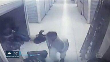 Polícia prende ex-soldado do Exército que espancou comerciante chinesa durante assalto - Três homens já foram presos e um deles trabalhava para a vítima. Câmeras de segurança registraram o assalto e os mais de oito minutos de agressão.
