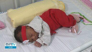Polícia procura família de recém-nascida abandonada em Conceição da Feira - Menina está internada, mas não corre perigo.