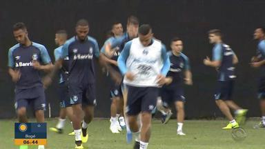 Após eliminação, Grêmio treina no Rio com reservas e sem presença de Renato - Treinador é liberado e não comanda a atividade no CT do Vasco.