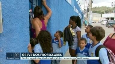 Greve deixa 30 mil alunos fora das escolas no RJ - Paralisação dos professores já dura duas semanas. Eles cobram reajuste salarial e reformas nas escolas.
