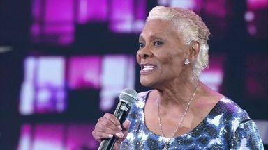 Dionne Warwick canta sucesso 'I Say a Little Prayer' - Cantora americana e banda empolgam no palco do Domingão