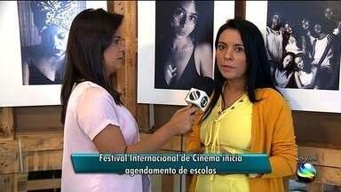 Festival Internacional de Cinema inicia agendamento de escolas - Agendamento para que alunos de escolas públicas e de projetos sociais possam participar das exibições dentro do projeto 'A Tela na Sala de Aula'.