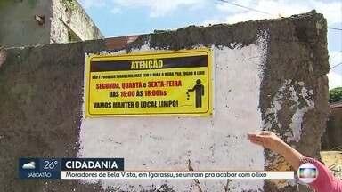 Comunidade se mobiliza para manter ruas limpas em Igarassu - Moradores colocaram faixa para orientar o descarte dos resíduos no dia da coleta