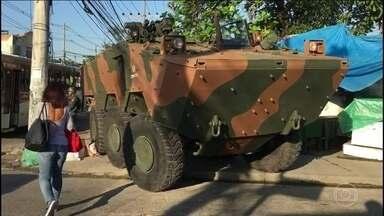 Operação militar contra tráfico de drogas na Zona Norte do Rio termina com cinco mortos - Mais de 4 mil homens das Forças Armadas fazem operação contra o tráfico de drogas nos conjuntos de favelas da Maré, da Penha e do Alemão, na Zona Norte do Rio.