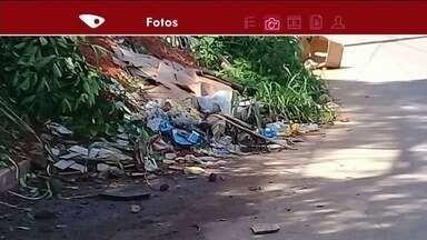 Moradores reclamam de falta de limpeza e entulho em ruas de Cachoeiro de Itapemirim - Prefeitura informou que fez a limpeza do local em julho e que na próxima segunda (27) irá ao local novamente.