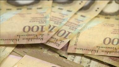 Maduro lança mais um plano econômico e corta cinco zeros da moeda na Venezuela - A economia sem rumo levou o governo do ditador Nicolás Maduro a tomar medidas desesperadas nesse fim de semana e promover uma desvalorização de 96%. A inflação está próxima de um milhão por cento este ano, segundo o FMI.