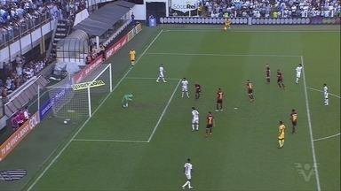 Santos vence o Sport e deixa a zona de rebaixamento do Brasileiro - Peixe venceu por 3 a 0.