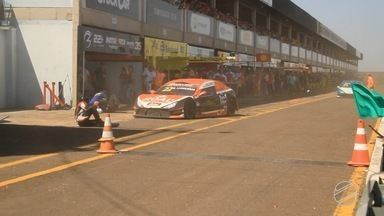 Motorista ferido em acidente na stock car continua internado - Ele segue internado na Santa Casa de Campo Grande.