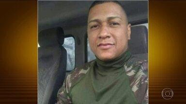 Operação no Complexo da Maré termina com sete mortos no Rio - Pela primeira vez, desde o começo da intervenção federal, militares morreram em confronto com bandidos durante uma operação. Sessenta pessoas foram presas. As Forças Armadas apreenderam 14 armas, além de drogas e munição.