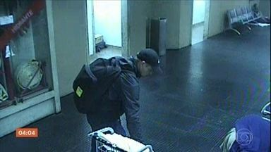 Russo é preso ao ser flagrado roubando malas no Aeroporto de Guarulhos - Câmeras de segurança registraram a ação, em São Paulo. Ele aproveitava a desatenção de passageiros para agir.