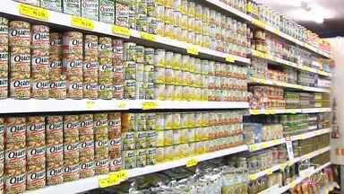 Alimentos fora do prazo de validade representam um risco para a saúde - Consumidor que notar irregularidade pode exigir a troca da mercadoria.Vender produto alterado ou fora do prazo de validade é crime