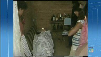 Após ver pai matar a mãe e o irmão, hoje mulher ensina aos filhos a respeitar mulheres - Saiba mais em g1.com.br/ce