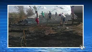Incêndio é registrado em Santa Cruz do Capibaribe - Bombeiros acreditam que o incêndio possa ser criminoso.