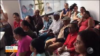 Reunião discute as indenizações que provocaram cegueira em pacientes - O caso aconteceu na cidade de Eunápolis, em 2009. Os pacientes se reuniram na sede do Ministério Público Estadual, com 35 representantes das vítimas de mutirão.