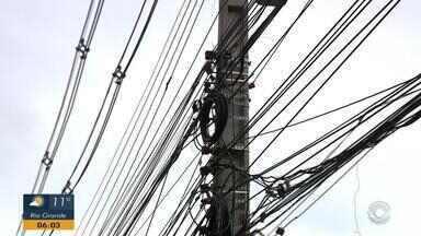 Projeto busca regularizar cabos e fios irregulares nas ruas de Porto Alegre - Até o final do ano, fiscalização por parte da CEEE será colocada em prática.