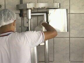 Em Castanhal, vigilância sanitária realiza uma campanha para consumidores de açaí - A medida é para proteger a população da doença de chagas.