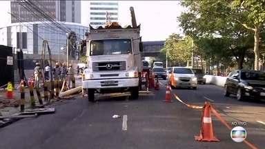 Acidentes em vias importantes de SP prejudicam o trânsito - Acidentes ocorreram na Marginal Pinheiros e na Marginal Tietê. Motoristas enfretaram muita dificuldade.