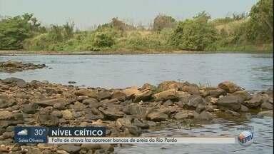 Volume baixo de chuva faz Rio Pardo atingir nível crítico em Ribeirão Preto - Em alguns pontos, é possível caminhar até o meio do rio com a água na altura da cintura.