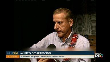 Continuam buscas por músico do grupo Gralha Azul desaparecido no Rio Paraná - Ele caiu ontem do barco em Porto Rico.