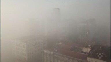 Neblina paralisa travessias litorâneas e fecha o Canal do Porto de Santos - Travessias ficaram fechadas por horas por conta da neblina.
