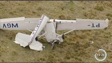 Monomotor com dois a bordo cai em fazenda na zona rural de Cunha - Acidente ocorreu no começo da tarde desta sexta-feira (24) em uma fazenda na zona rural.