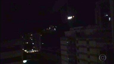 Morro Dona Marta, no Rio, tem novo tiroteio nesta segunda (27) - Depois de mais um fim de semana violento na cidade, a segunda-feira (27) começou com intenso tiroteio na comunidade da zona sul, a primeira a receber uma Unidade de Polícia Pacificadora. Esse é o terceiro dia seguido de tiros.