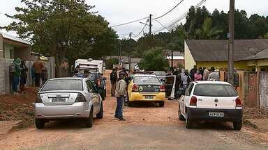 Polícia registra duplo homicídio em Ponta Grossa - Os crimes aconteceram esta manhã dentro de uma casa