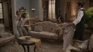 Darcy e Elisabeta comemoram com Ema e Ernesto o resgate das provas - Ema e Ernesto tentam impedir a fuga de Susana, mas Darcy e Elisabeta avisam que já não precisam mais da vilã