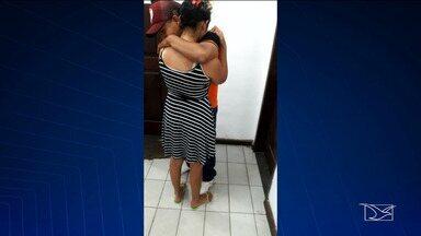 Pais de bebês que morreram queimados se apresentam à polícia - Os bebês morreram após um incêndio na cidade de Central do Maranhão.