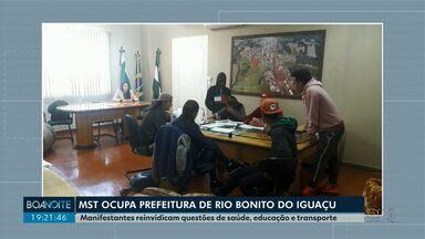 MST ocupa prefeitura de Rio Bonito do Iguaçu - Manifestantes reivindicam questões de saúde, educação e transporte.