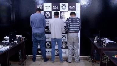Três são presos por latrocínio contra cabeleireiro em Dourados - Um deles confessou que matou o rapaz porque ele era homossexual.