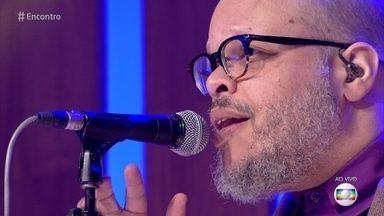 Ed Motta canta 'Colombina' - Cantor coloca o público para dançar