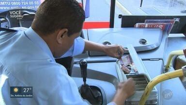 Passageiros reclamam sobre falta de cobradores em ônibus - Eles relatam que a ausência do cobrador aumenta a demora nas linhas.
