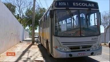 Homem invade ônibus escolar e ataca ex-namorada no interior de SP - A vítima era monitora dos alunos. O crime aconteceu na frente de pelo menos 30 crianças.
