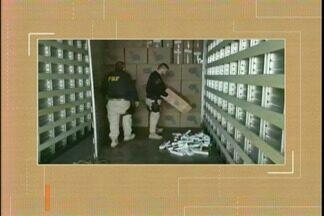 PRF apreende cigarros contrabandeados em Santana do Livramento, RS - Cerca de 140 mil maços estavam em um fundo falso de um caminhão abordado na madrugada desta sexta (31), na BR 293.