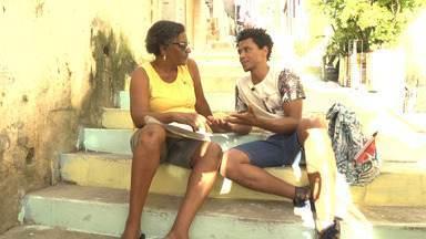 O 'Vumbora' visita a Roça da Sabina, onde Aldri conhece o rapper Everton Wallace - O 'Vumbora' visita a Roça da Sabina, onde Aldri conhece o rapper Everton Wallace