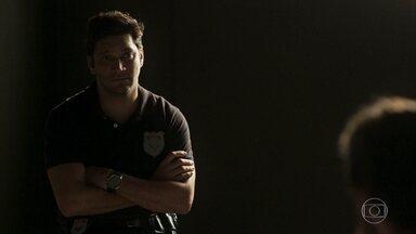 Ionan visita Beto na cadeia - Os policiais implicam com Ionan por Beto estar preso