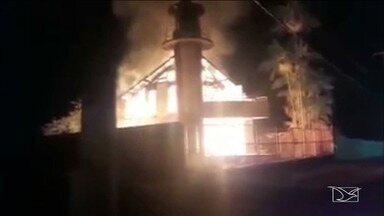 Dois incêndios assustam população no Maranhão - Um dos incêndios aconteceu na madrugada de sábado (1º) no Farol do Saber Cícero Marcelino na cidade de Cidelândia.
