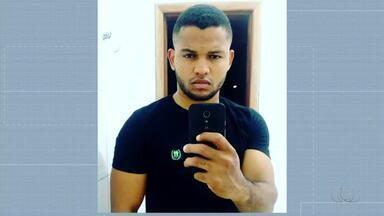 Jovem morre após bater moto em poste na região sul da capital - Jovem morre após bater moto em poste na região sul da capital