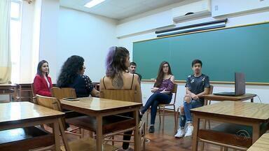 Estudantes criam projeto para quebrar as barreiras do preconceito com homossexuais - Mães relatam a experiência no projeto dos estudantes de Santa Maria.