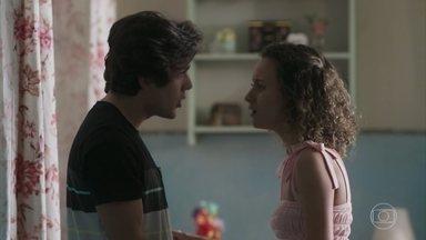 Alex termina o namoro com Maria Alice - Maria Alice manda o rapaz ir embora de vez