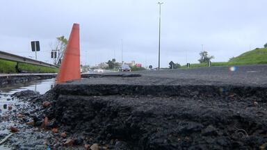 Operação para tapar buracos na freeway inicia nesta terça-feira (4) - Assista ao vídeo.